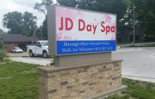 Lighted monument cabinet sign at JD Day Spa in Leavenworth KS